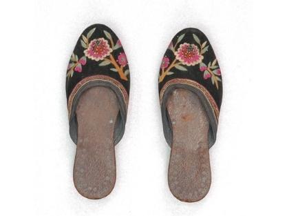 翹鞋、拖鞋