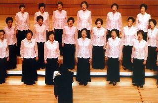 榮星合唱團婦女隊於鄭煥璧作品演唱會中演出